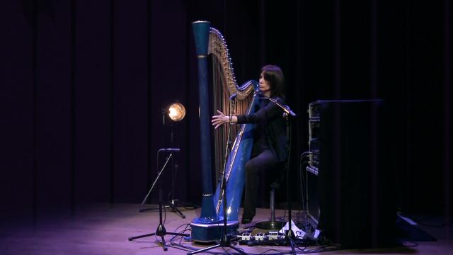 Elisabeth-Valletti-Chariot-h-harp
